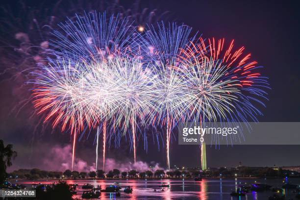 feuerwerk - feier des unabhängigkeitstages 4. juli - feuerwerk stock-fotos und bilder