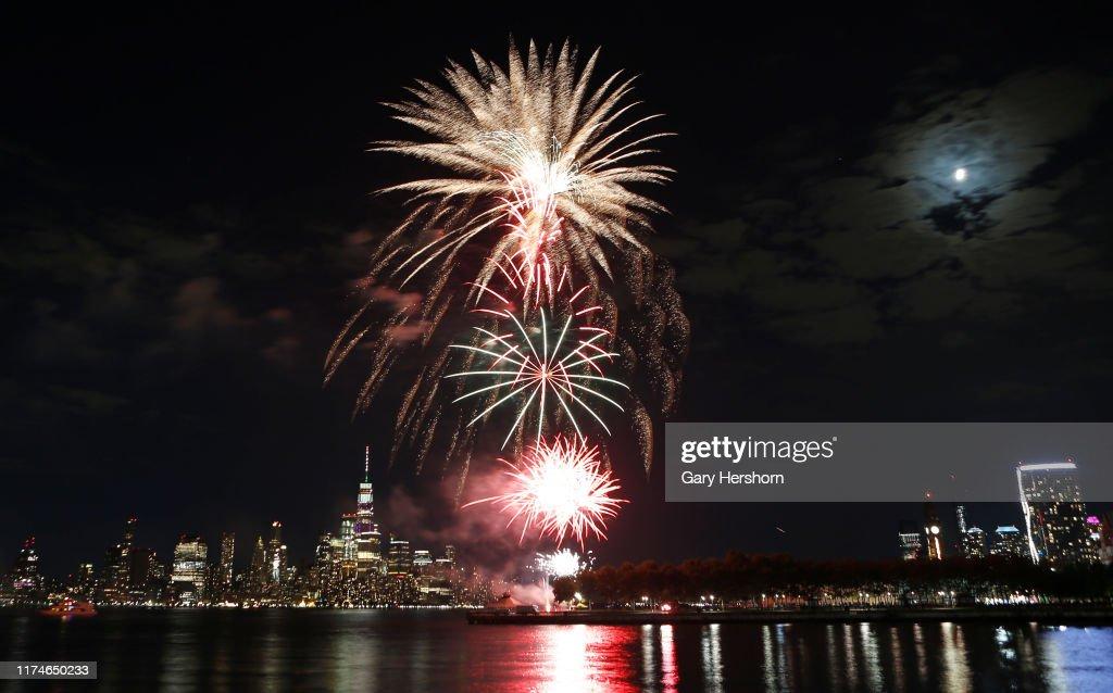 Fireworks Light Up the Sky Over New York City : News Photo
