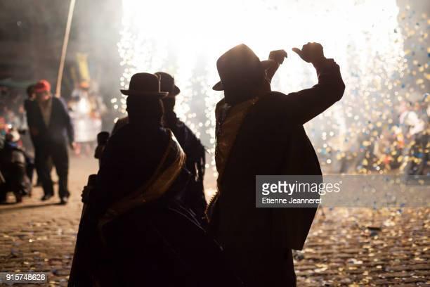 fireworks, copacabana, bolivia - fiesta de la virgen de la candelaria fotografías e imágenes de stock