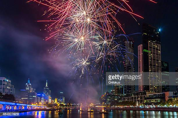 花火大会、オーストラリア、メルボルンのダウンタウン - ヤラ川 ストックフォトと画像
