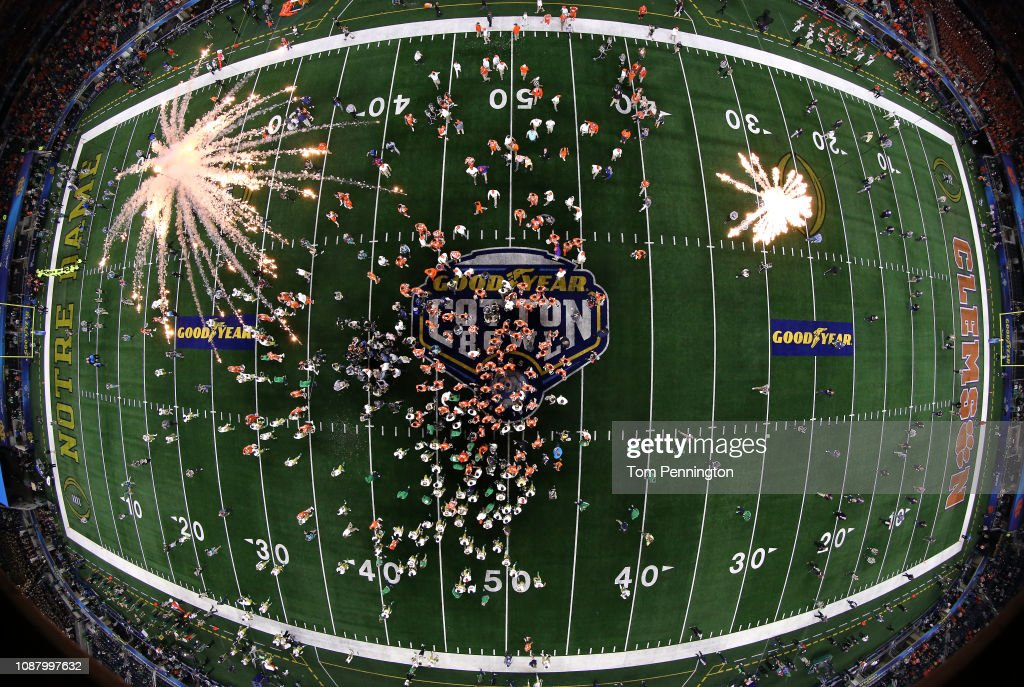 College Football Playoff Semifinal at the Goodyear Cotton Bowl Classic - Clemson v Notre Dame : ニュース写真