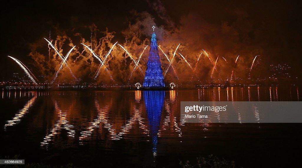 Rio De Janeiro Lights Annual Floating Christmas Tree : News Photo