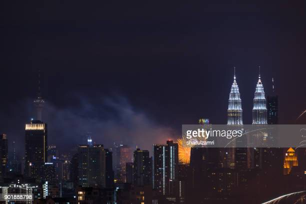fireworks explode near malaysia's landmark petronas twin towers during new year celebrations in kuala lumpur - shaifulzamri imagens e fotografias de stock