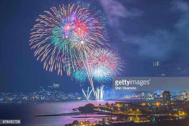 fireworks festival at eveningtime in lake suwa - 諏訪市 ストックフォトと画像