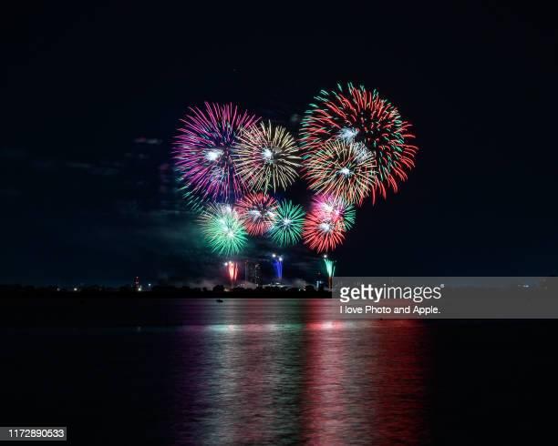 fireworks festival - 八月 ストックフォトと画像