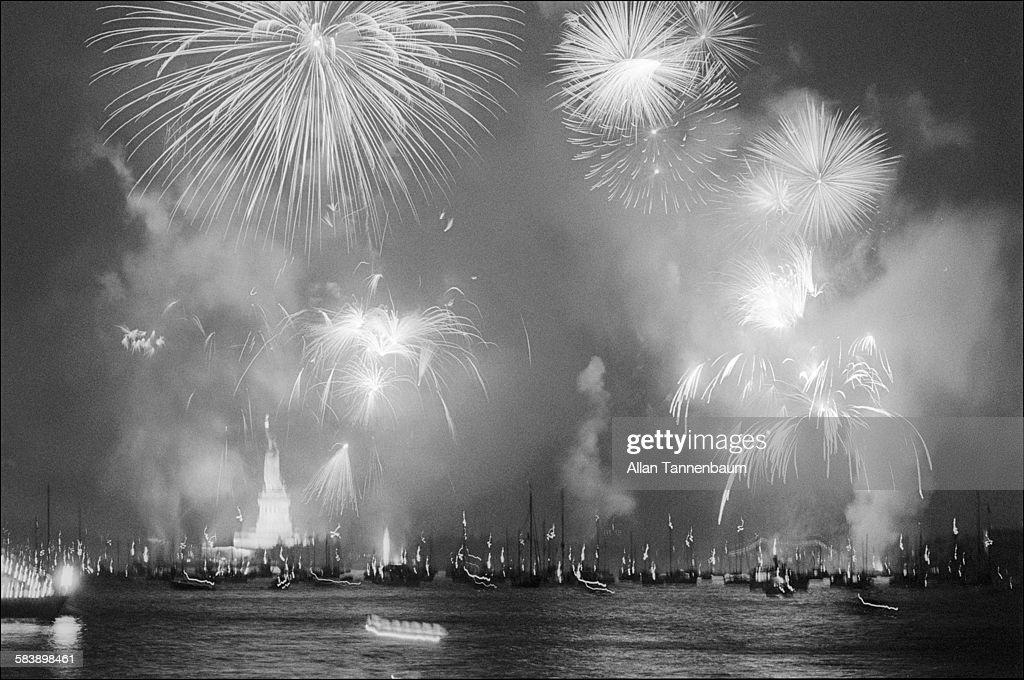Bicentennial Fireworks Over New York Harbor : News Photo