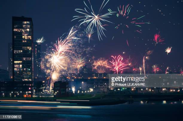 fireworks for the new year's eve in rotterdam - rotterdam stockfoto's en -beelden