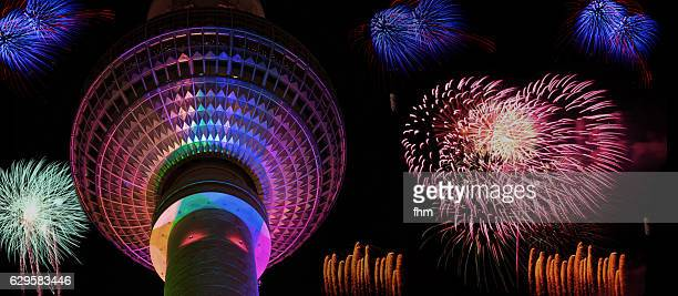 fireworks in berlin with landmark tv-tower (berlin/ germany) - silvester berlin stock-fotos und bilder