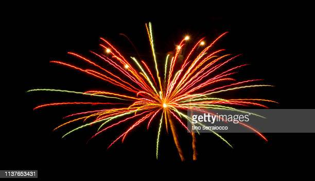 fireworks in dark italian night - quarta feira - fotografias e filmes do acervo