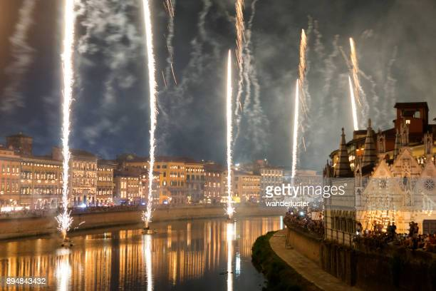 fogos de artifício em pisa, itália - santa - fotografias e filmes do acervo