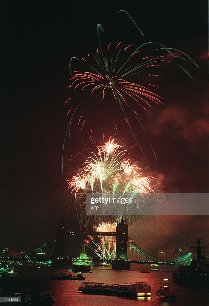 Fireworks light up Tower Bridge and the  : News Photo