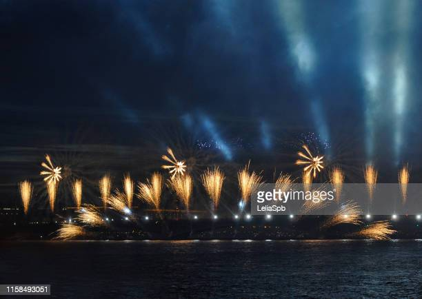 """fireworks on the holiday of graduates """"scarlet sails"""" in the city of st. petersburg - alumni stock pictures, royalty-free photos & images"""
