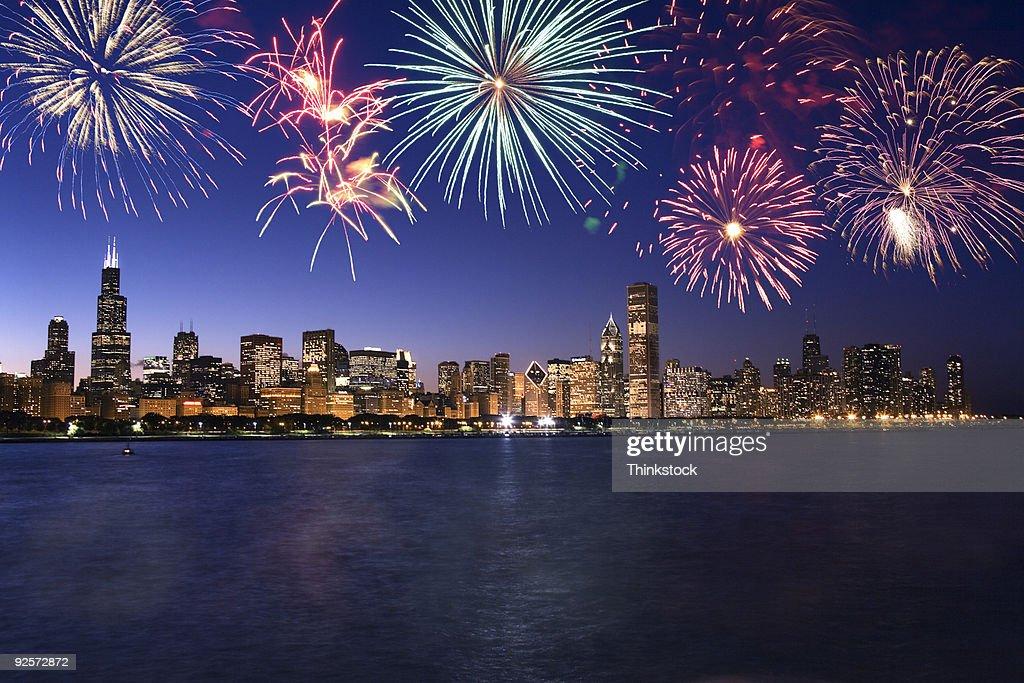 Fireworks over Chicago skyline : ストックフォト