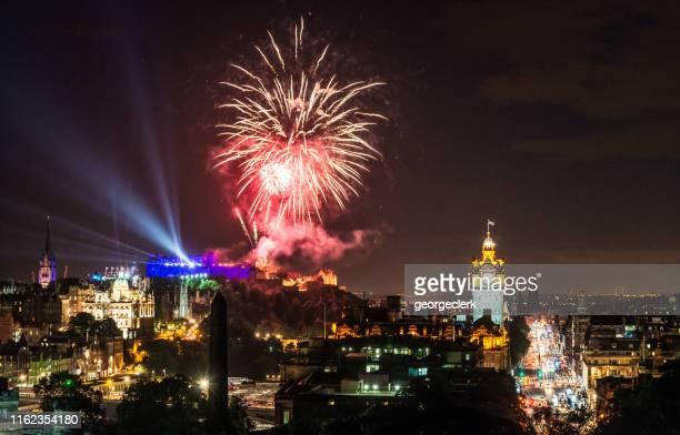 エディンバラの花火,スコットランド - カールトンヒル ストックフォトと画像
