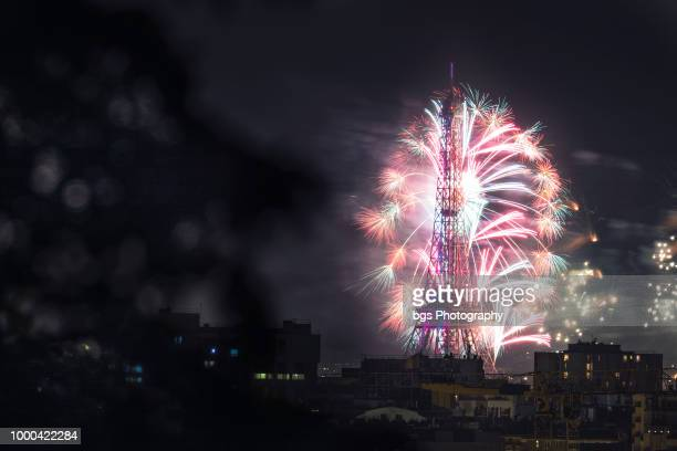 fireworks over the eiffel tower, bastille day celebrations on july 14th 2018, paris, france - bastille day stock pictures, royalty-free photos & images