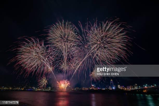 fireworks - taipei stockfoto's en -beelden