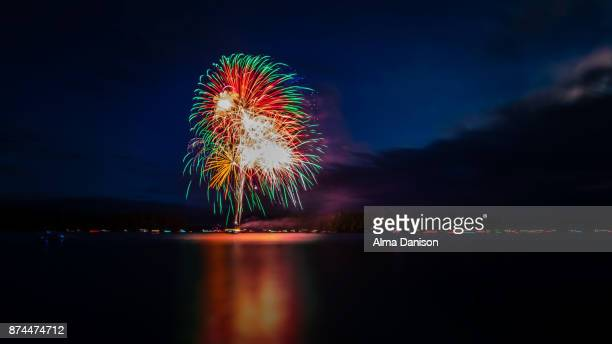 fireworks - alma danison - fotografias e filmes do acervo