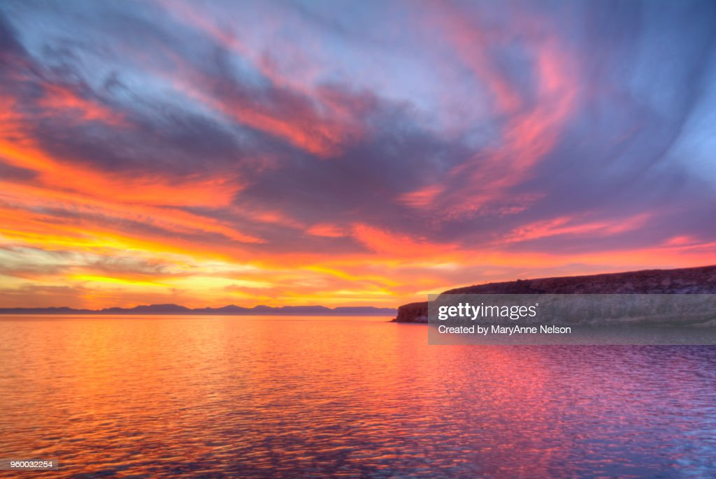 Firey Sky and Large Water Reflection at sunset : Stock-Foto