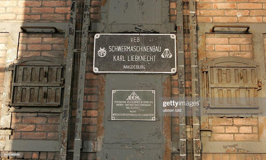 Firmenschild des Herstellers \'VEB Schwermaschinenbau Karl Liebknecht ...