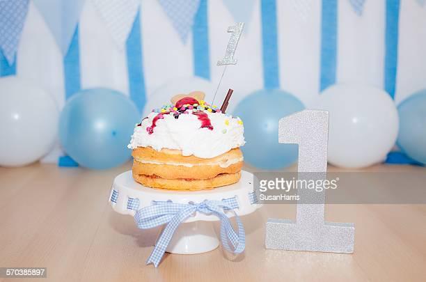 first birthday cake for a boy - first birthday imagens e fotografias de stock