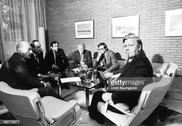First coalition meeeting between Helmut SCHMIDT and Willy BRANDT with HansDietrich GENSCHER und Guenter Verheugen