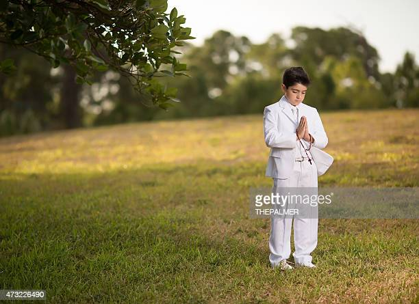 聖餐の少年祈る - 堅信礼 ストックフォトと画像