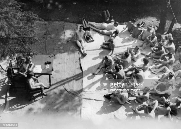 First conference of nudist organistations in England London Photograph October 3rd 1934 [Nackte Zuhrer der 1 Konferenz der Nacktkulturvereine...