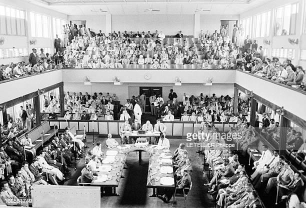 First Conference Of The 'Rassemblement Des Peuples Africains' In Accra Ghana Le 17 avril 1954 vue en plongée de la conférence panafricaine à Accra au...