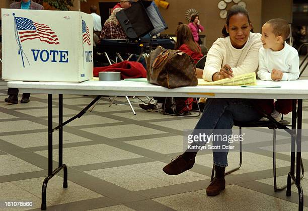 DENVER CO OCT 23 2006 First day for early voting in Denver at the Wellington E Webb Municipal Office Building in downtown Denver Katrina Boykin<cq>...
