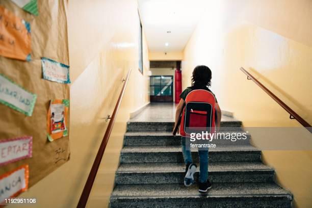 primo giorno di scuola - arrivo foto e immagini stock