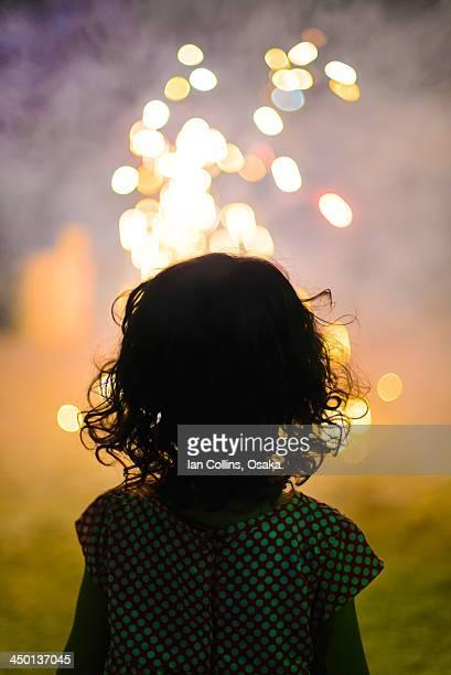 first fireworks. - contraluz - fotografias e filmes do acervo