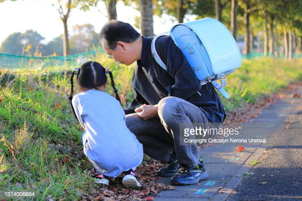 first grade student with school bag and her father - saitama prefecture stock pictures, royalty-free photos & images