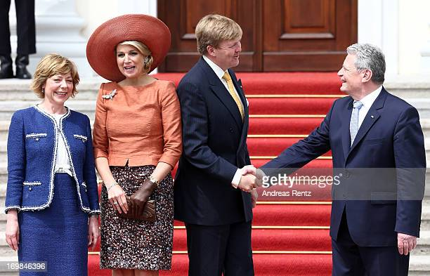 First Lady Daniela Schadt, Queen Maxima of The Netherlands, King Willem-Alexander of The Netherlands and German President Joachim Gauck pose for...