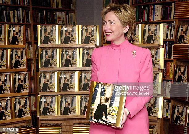 First Lady Hillary Rodham Clinton promotes her new book 'An Invitation to the White House' at a Border's bookstore 28 November 2000 in Washington DC...
