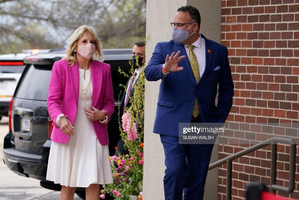 US-POLITICS-BIDEN-FIRST-LADY-EDUCATION : News Photo