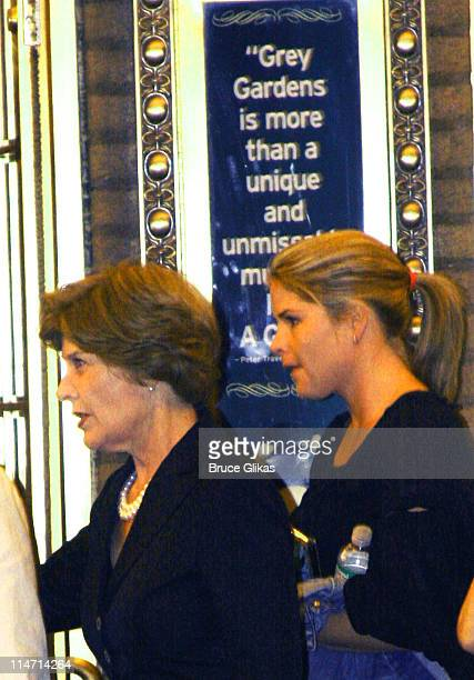 First Lady Laura Bush and daughter Jenna Bush *EXCLUSIVE COVERAGE*