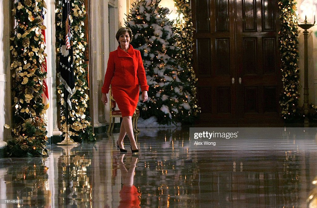 Laura Bush Shows Off White House Holiday Decorations : News Photo
