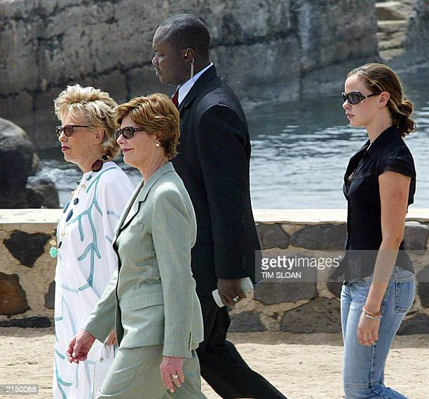 US First Lady Laura Bush walks with her daughter Barbara Bush and Senegal's First Lady Viviane Wade on Goree Island 08 July 2003 after touring a...