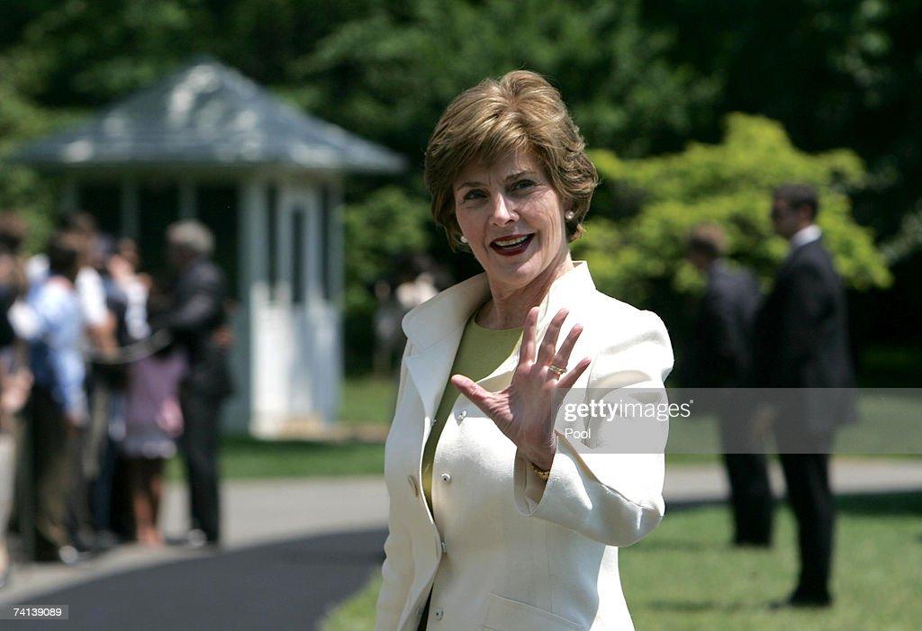 President Bush Leaves For Jamestown : News Photo