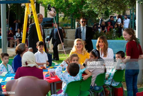 US first lady Melania Trump and Sara Netanyahu talk with children during a visit to the Hadassah hospital in Jerusalem on May 22 2017 / AFP PHOTO /...