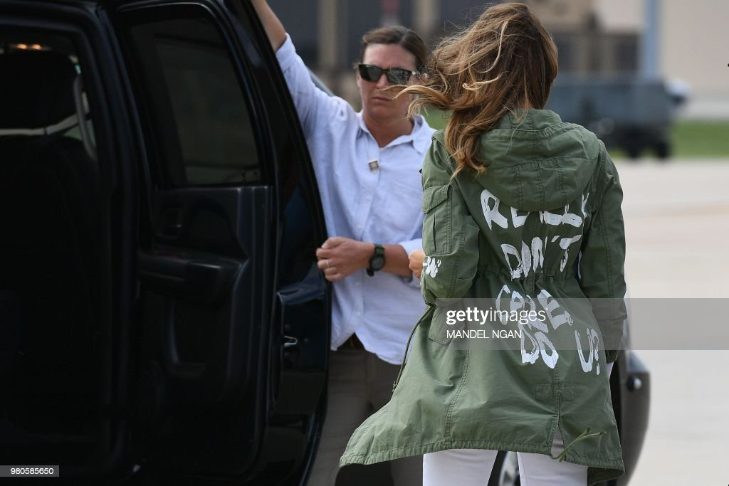 US-POLITICS-IMMIGRATION-MIGRANTS-MELANIA-JACKET : News Photo