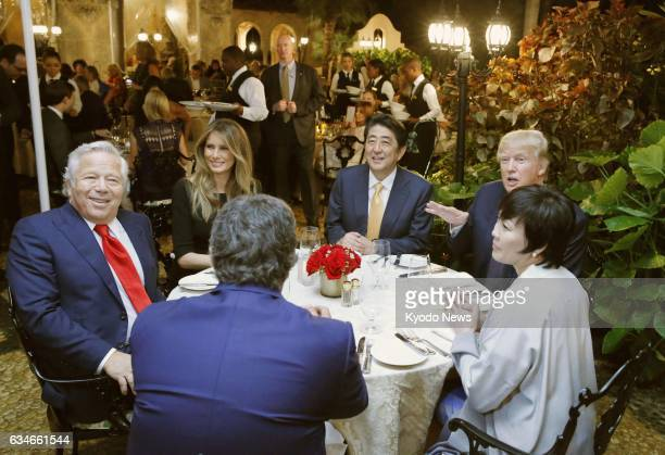 US first lady Melania Trump Japanese Prime Minister Shinzo Abe US President Donald Trump and Abe's wife Akie have dinner together in Palm Beach...