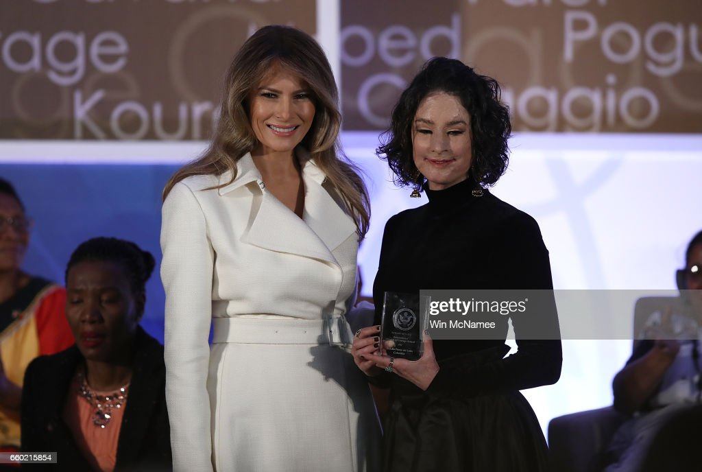 U.S. first lady Melania Trump presents the 2017 Secretary of State's International Women of Courage Award to Natalia Ponce de Leon of Colombia March 29, 2017 in Washington, DC. The award honors women who have demonstrated exceptional courage, strength, and leadership in acting to improve the lives of others.