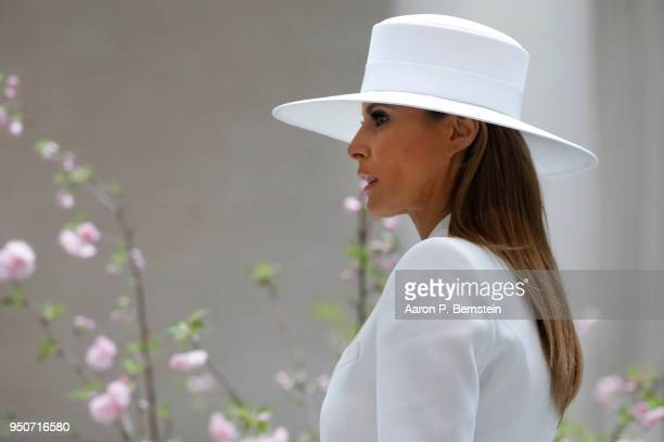 First Lady Melania Trump tours the National Gallery of Art on April 24 2018 in Washington DC President Donald Trump is hosting French President...