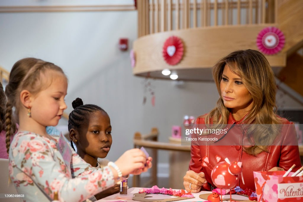 First Lady Melania Trump Visits Children's Inn At The National Institutes For Health On Valentine's Day : News Photo