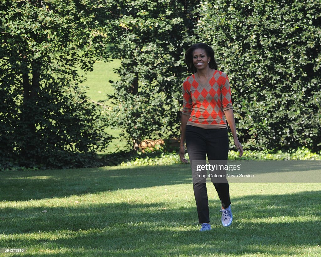 First Lady Michelle Obama harvests White House Garden Pictures ...