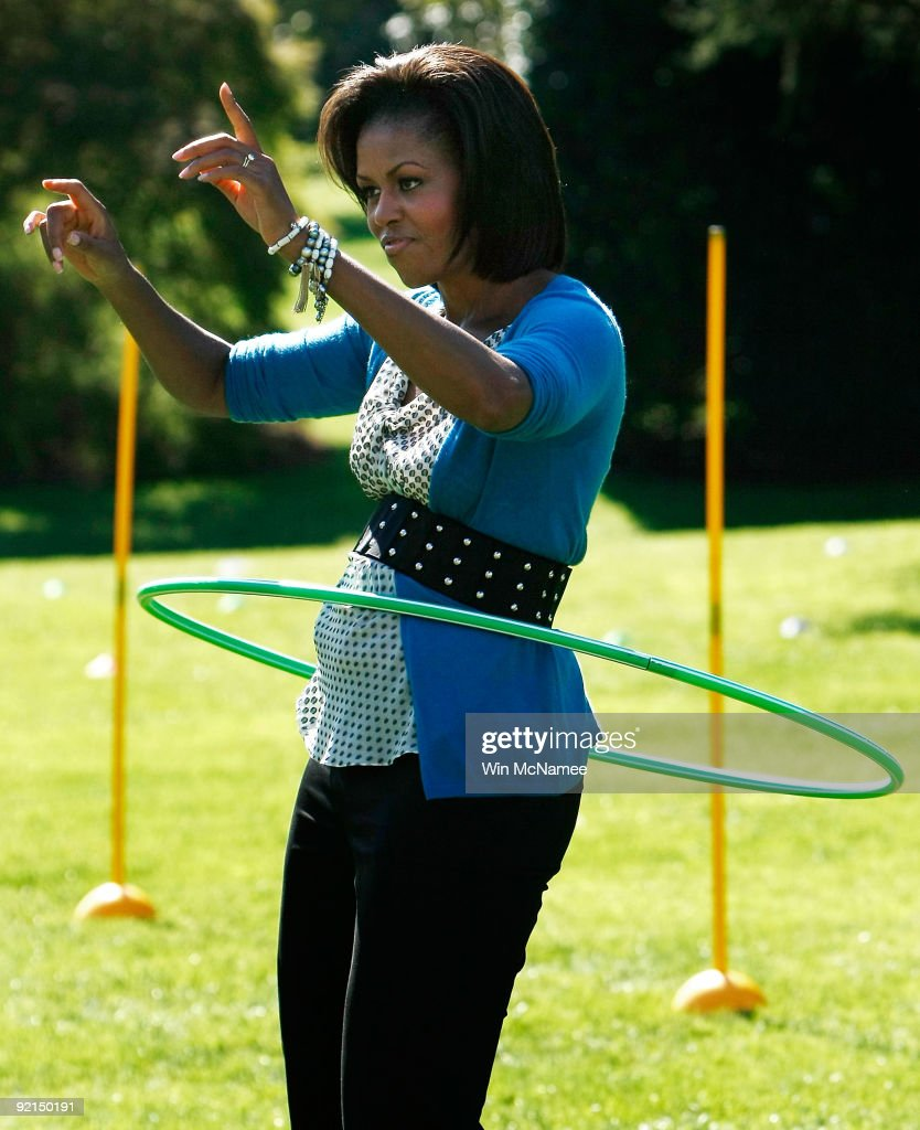 Michelle Obama Hosts Healthy Kids Fair At White House : News Photo