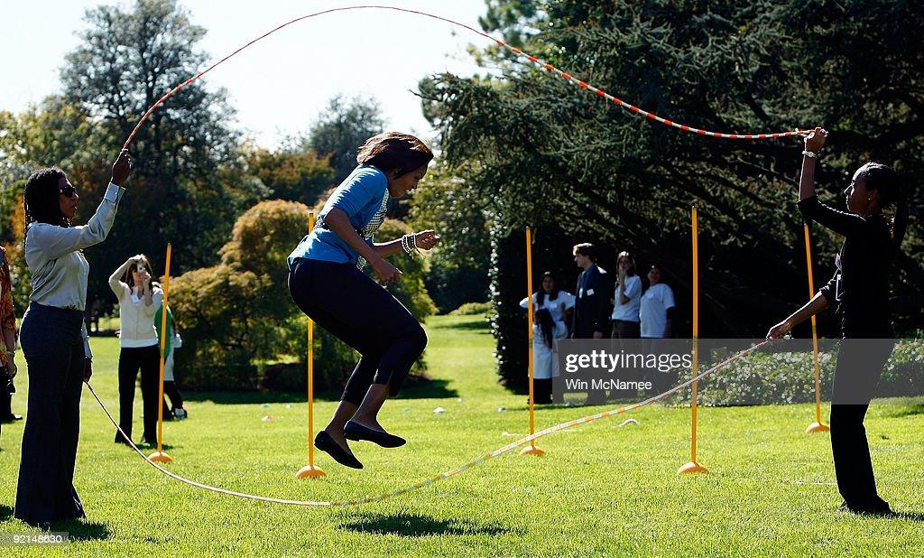 Michelle Obama Hosts Healthy Kids Fair At White House : News Photo