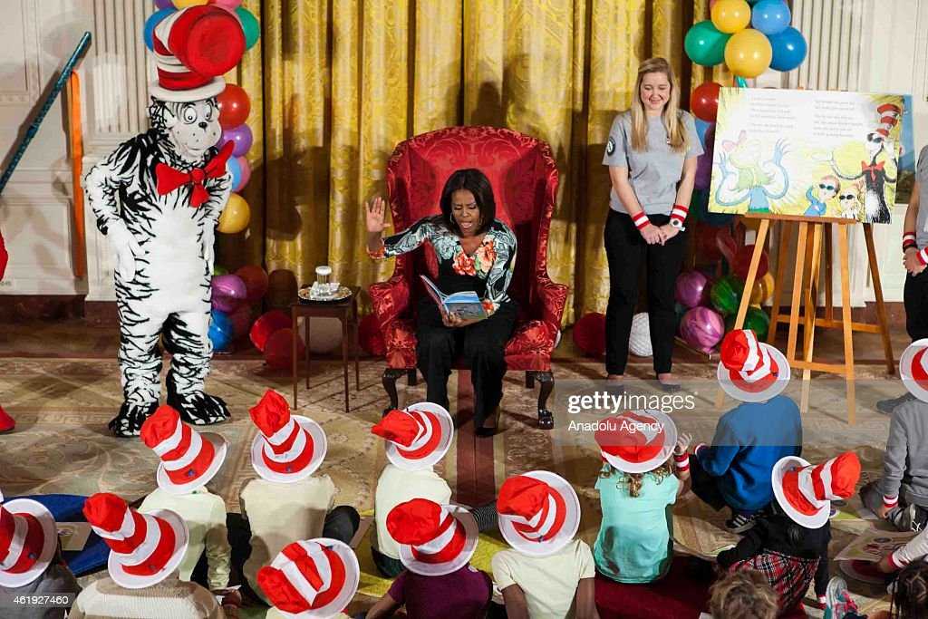 """Michelle Obama Hosts Local Students at """"Let's Read! Let's Move!"""" Event : News Photo"""