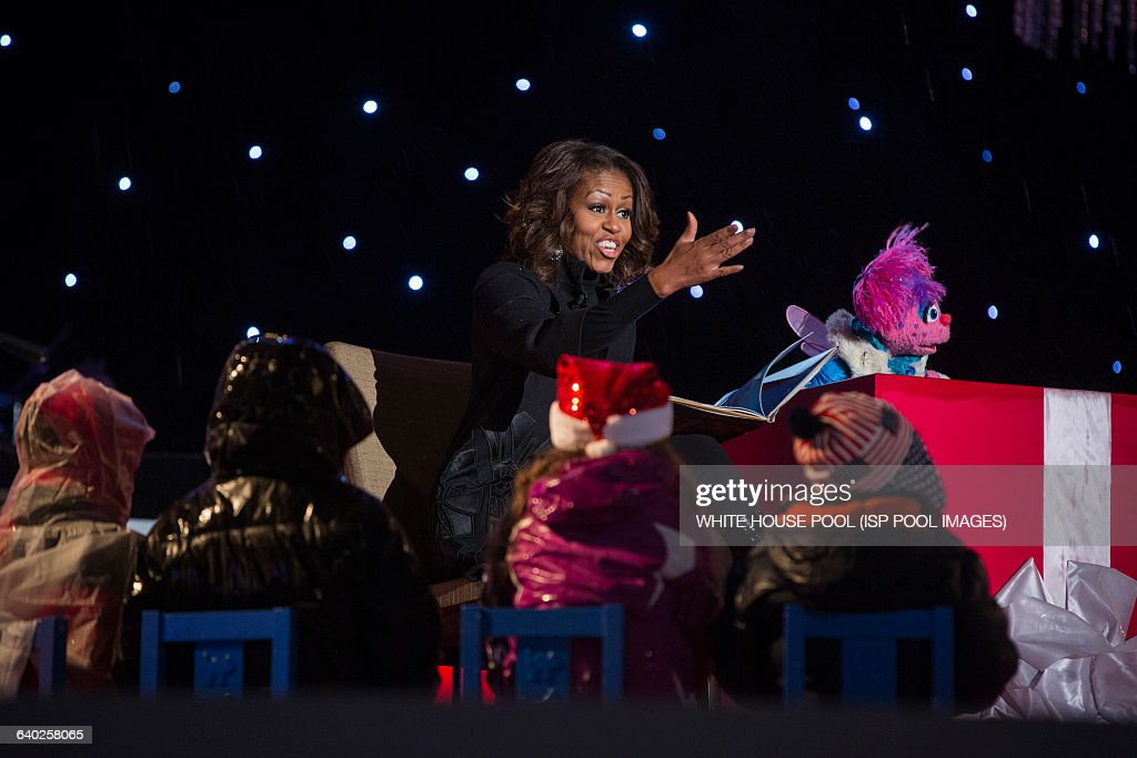 US First Lady Michelle Obama reads 'Twas the Night Before ...